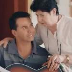 Jhonny Rivera le canta a las madres