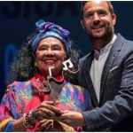 Totó La Momposina, recibe Premio en España
